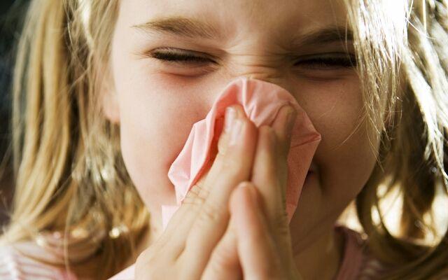 Быстро вылечить насморк у ребенка: как это сделать?