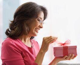 Что подарить маме на 65 лет?