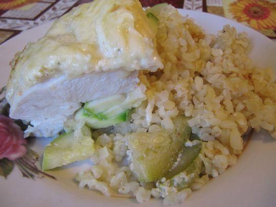 Филе курицы с кабачком и кускусом, запеченное в духовке