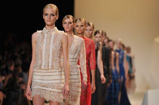 Финал парижской Недели моды: весеннее дефиле Elie Saab