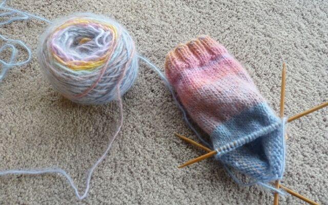 Как красиво связать носки спицами: настоящим мастерицам