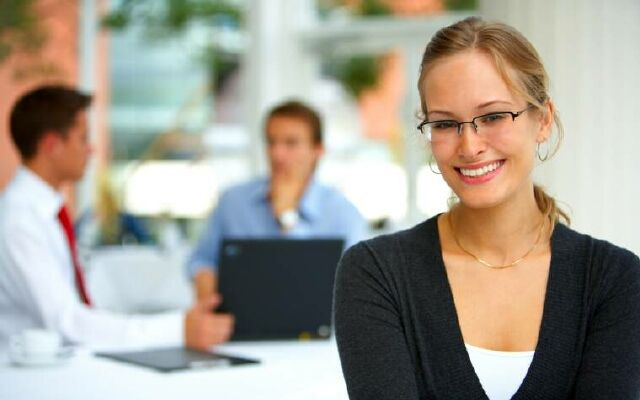 Как сделать деловую прическу: строгий стиль для офиса