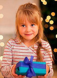 Как сделать оригинальный подарок ребенку?