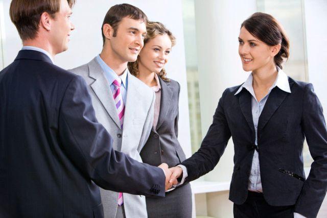 Как стать интересным собеседником и завоевать симпатию в разговоре?