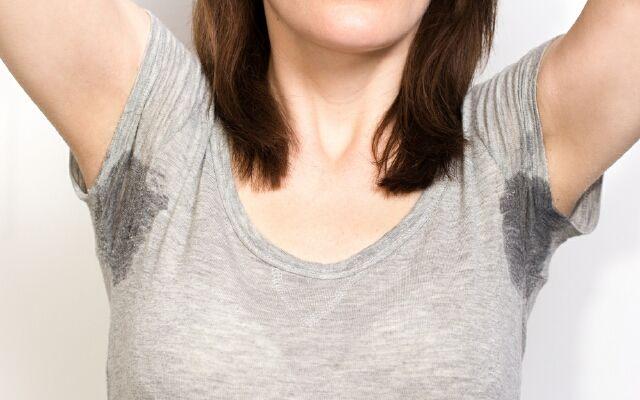 Как удалить запах пота с одежды: устраняем распространенную проблему