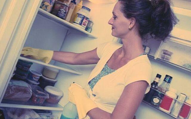 Как вывести запах из холодильника: избавься от неприятных ароматов