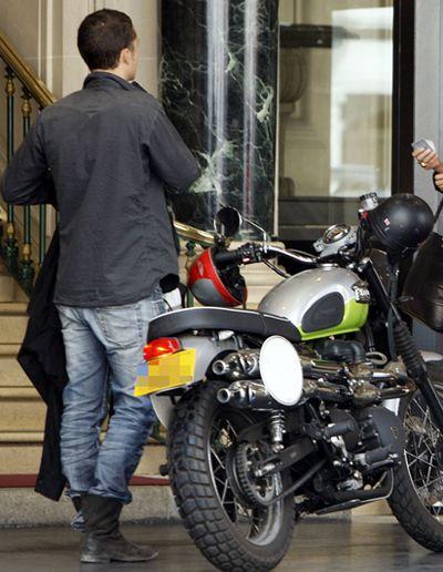 Кто здесь: Звезда на мотоцикле