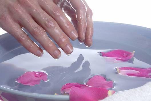 Парафинотерапия для рук, или как сделать восковые перчатки