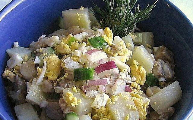Салат по-старорусски с сельдью: традиции отечественной кухни
