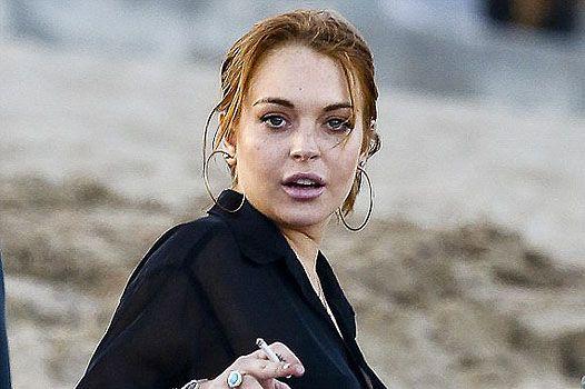 В дружеском кругу: Линдси Лохан на пляже в Лос-Анджелесе
